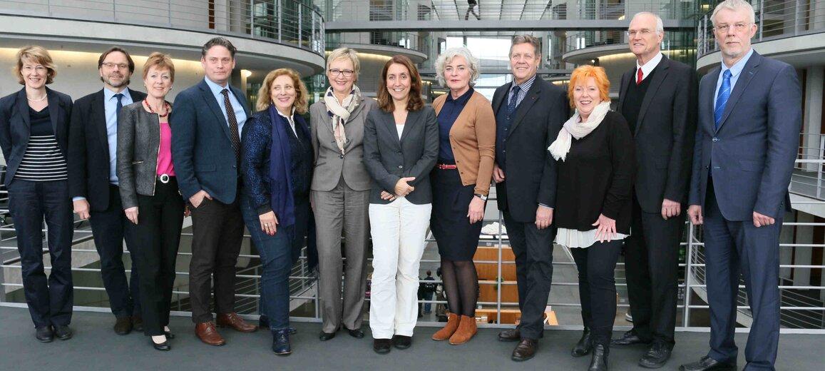 Die Mitglieder der Arbeitsgruppe Demografischer Wandel mit der Beauftragten für Migration, Flüchtlinge und Integration